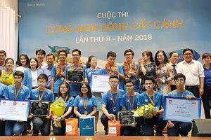Trường THPT Chuyên Lê Hồng Phong giành giải nhất cuộc thi 'Cùng non sông cất cánh'