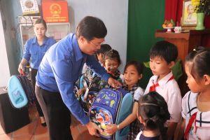 Anh Lê Quốc Phong dự Ngày hội Đại đoàn kết các dân tộc ở Bình Thuận
