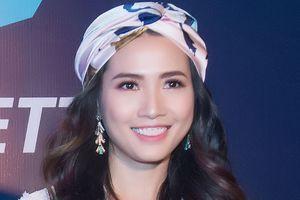 Hoa hậu Phan Thị Mơ: Ba mẹ ở quê hối thúc tôi lấy chồng