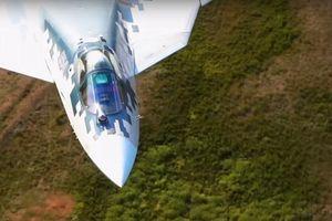 'Bóng ma bầu trời' Su-57 phô diễn kỹ năng bay cực thấp
