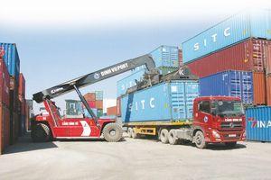 Vì sao doanh nghiệp cảng biển kiến nghị tăng giá dịch vụ bốc dỡ container?