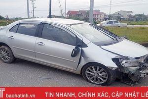 Túi khí bung, tài xế xe Vios may mắn thoát nạn