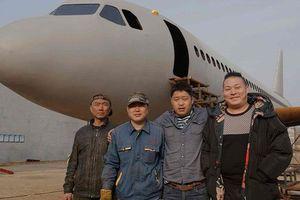 Sốc: Anh nông dân học chưa hết cấp 2 tự chế tạo 'Airbus 320' như thật