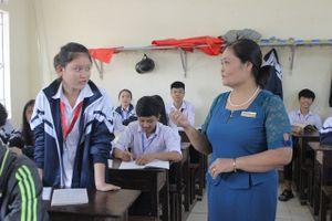Hà Tĩnh: Cô giáo dạy GDCD được học sinh thần tượng lập Fanpage