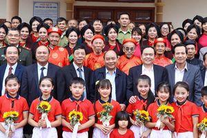 Thủ tướng Nguyễn Xuân Phúc dự Ngày hội Đại đoàn kết tại Bắc Giang