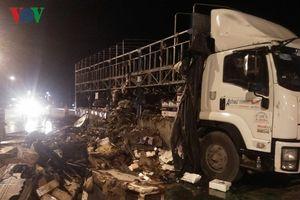 Bình Định: Xe tải bốc cháy khi đang lưu thông trên Quốc lộ 1A