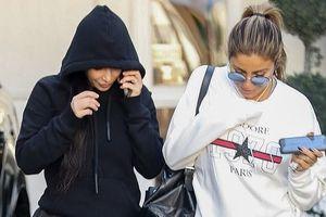 Kim Kardashian đội mũ che kín mặt ra phố sau khi sơ tán vì đám cháy