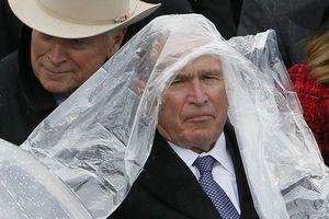 Cựu Tổng thống George Bush, người phát động hai cuộc chiến, nhận Huy chương Tự do
