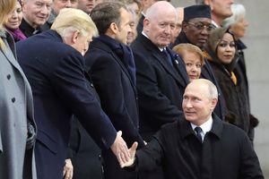 Tổng thống Nga - Mỹ bắt tay nhau tại Paris