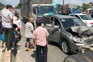 Tai nạn liên hoàn trên xa lộ Hà Nội, 2 người nhập viện