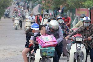 Dắt xe ngược qua CSGT và đô thị Linh Đàm vỡ trận