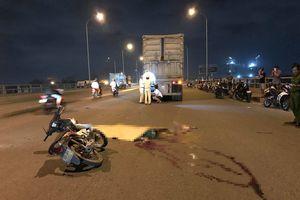Va chạm xe container, 2 thanh niên chết thảm