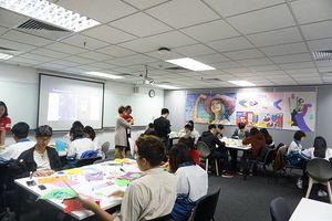 Hơn 1.000 học sinh trải nghiệm 1 ngày làm sinh viên