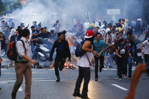 Thất vọng với Chính phủ, dân Venezuela ồ ạt di cư