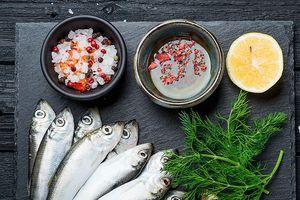 Ăn cá giảm hen suyễn ở trẻ em