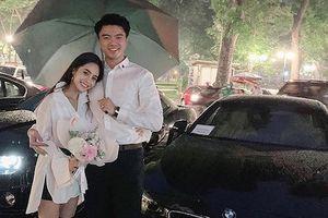 Được chồng quỳ gối tặng quà, ca nương Kiều Anh khiến fan 'phát sốt'