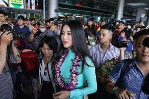 Fan chen chúc đón Hoa hậu Trái đất Phương Khánh ở sân bay