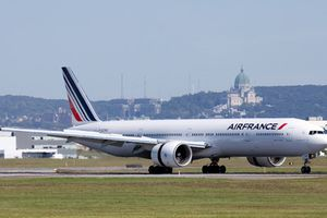 Một máy bay của Air France phải đổi hành trình do sự cố
