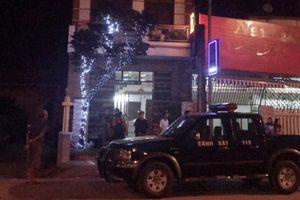 Nhắc khách ẩu đả, vợ chồng chủ quán karaoke bị đâm trọng thương