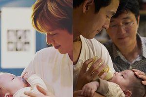 'Tài tử' Jung Woo Sung - Kang Daniel (Wanna One) rạng rỡ với ảnh làm bố ở tuổi 45 và 21