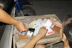 Cặp vợ chồng tổ chức đánh đề tiền tỷ qua tin nhắn