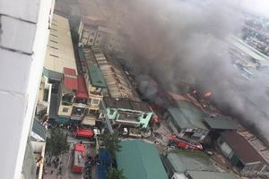 Cháy lớn gần bến xe Nước Ngầm