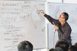Kỳ 1: Thầy giáo Lê Bá Khánh Trình (giải nhất toán Quốc tế năm 1979): Luôn có một lời giải của Chúa, nhưng...