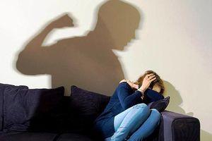 Cần cân nhắc thật kỹ trước khi tố chồng bạo lực trên giường