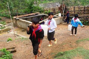 Nỗi ám ảnh thiếu nước mùa khô của trò nghèo vùng cao Tủa Chùa