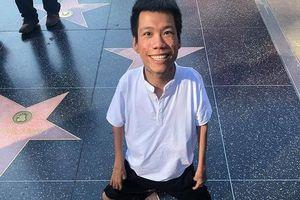 Hình ảnh họa sĩ Việt trên Đại lộ Danh vọng ở Mỹ chỉ là dịch vụ du lịch