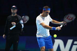 ATP Finals lượt 1 bảng Guga Kuerten: Federer sớm sụp đổ