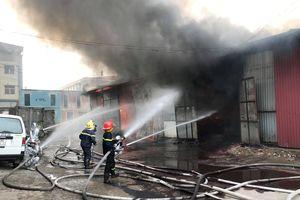 Thông tin mới nhất về vụ cháy kho hàng gần bến xe Nước Ngầm