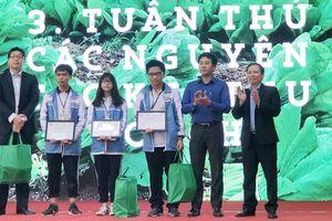 Hàng trăm học sinh tham dự lễ hội 'hãy mang rau an toàn về nhà'