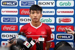 'ĐT Việt Nam sẽ thi đấu tốt trước Malaysia để tặng người hâm mộ phải đội mưa, xếp hàng mua vé'