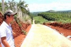 Truy thu hàng trăm triệu đồng từ sai phạm dự án đường nông thôn ở Đác Ha