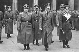 Mổ xẻ quái chiêu đánh lạc hướng dư luận của Hitler