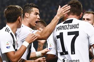 Ronaldo không thể ngừng ghi bàn, Juventus hạ gục AC Milan