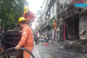 Cháy nổ khi thay bình gas trong quán ăn giữa Hà Nội, 2 người bỏng nặng