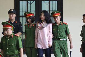 'Bóng hồng xinh đẹp' trong vòng dẫn giải của cảnh sát tại đại án đánh bạc nghìn tỷ Rikvip là ai?
