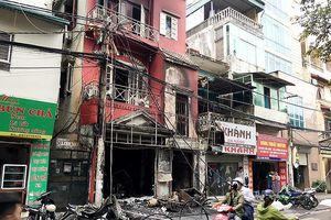 Cháy nhà 4 tầng ở Hà Nội làm 2 người bị bỏng