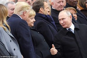 Những hình ảnh đặc biệt thú vị trong cuộc 'chạm trán' giữa ông Putin và ông Trump ở Pháp