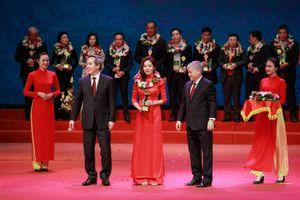 NPK Cà Mau nhận giải thưởng Bông lúa vàng