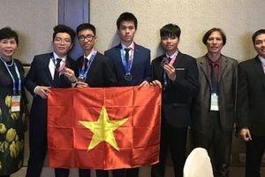Lần đầu tiên Việt Nam giành huy chương Vàng Olympic Thiên văn học quốc tế