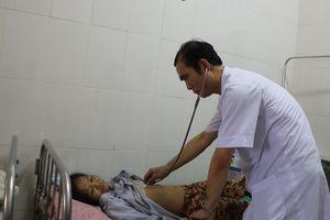 Hà Tĩnh: Bệnh nhân nguy kịch, bác sĩ 'xin' tiền cứu
