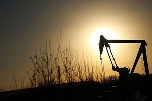 Giá dầu giảm sâu kéo đồng nội tệ nhiều nước mới nổi mất giá