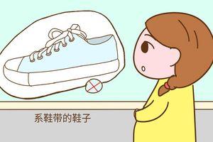 Thử que lên 2 vạch, mẹ mau tránh xa 2 loại giày này