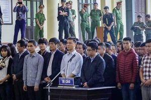Hình ảnh đối lập giữa ông Phan Văn Vĩnh và ông Nguyễn Thanh Hóa trong phiên tòa