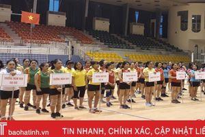 Sôi nổi giải bóng chuyền hơi mừng kỷ niệm ngày Nhà giáo Việt Nam
