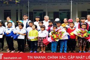 Tập đoàn Viettel trao 30 triệu đồng cho học sinh nghèo vượt khó tại Lộc Hà