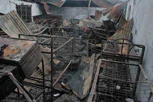 Ký túc xá trường cấp hai cháy rụi trong đêm, 31 học sinh thương vong
